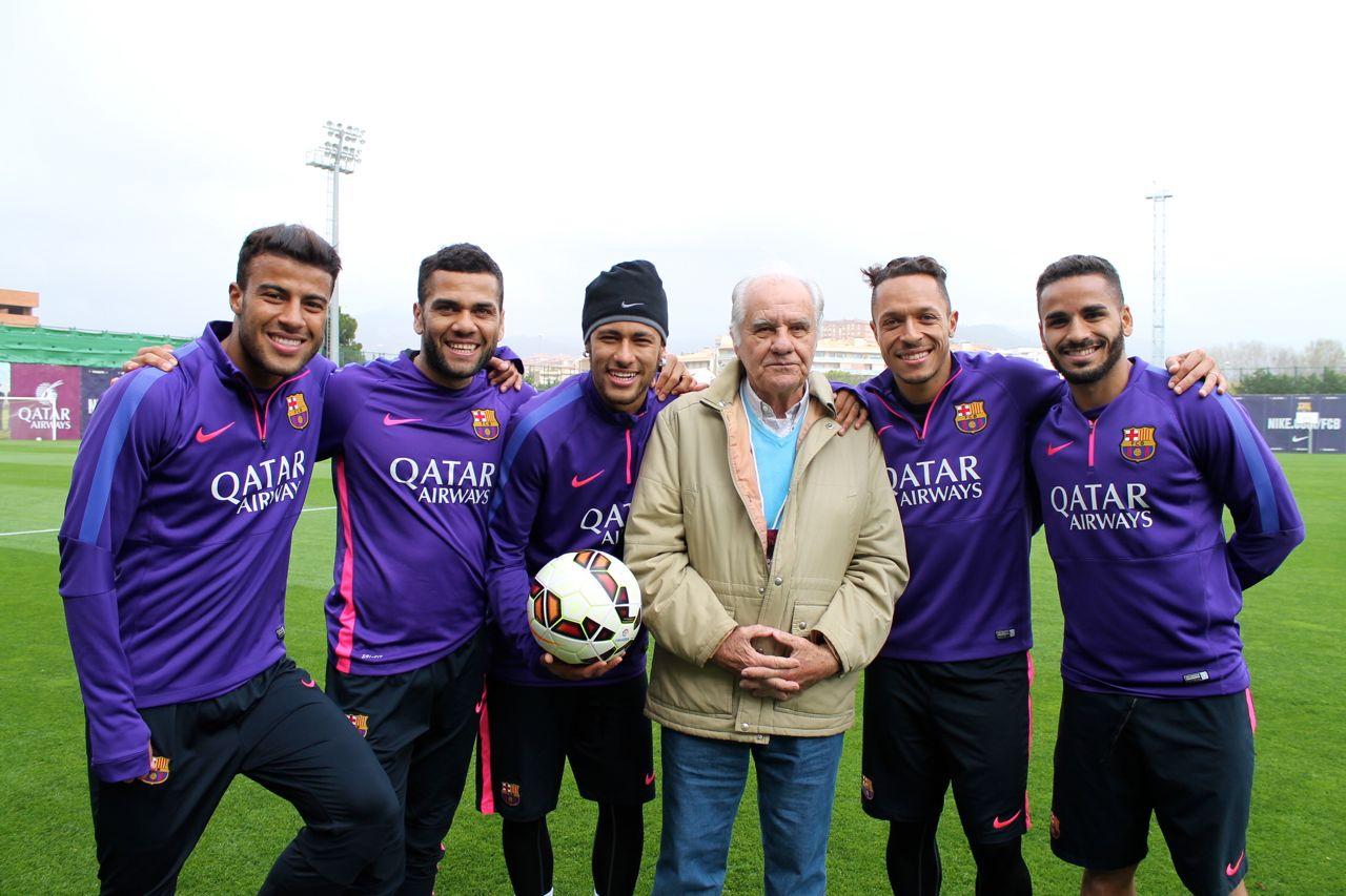 Evaristo com o atuais brasileiros do Barça