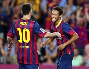 Messi e Neymar comemoram um gol