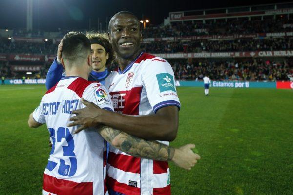 Jogadores do Granada comemorando um gol