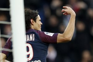Cavani comemora o gol histórico