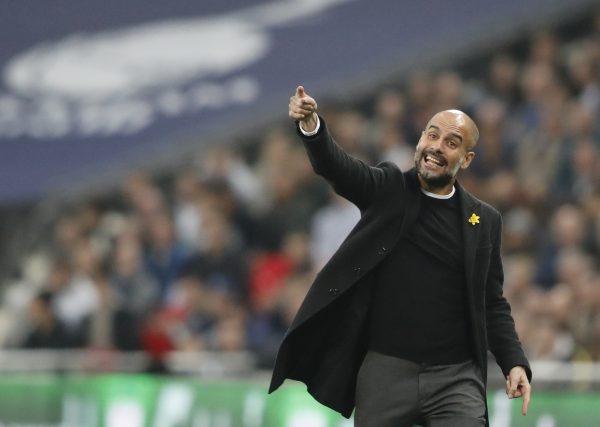 Guardiola dando instruções contra o Tottenham