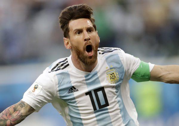 Messi comemora o golaço contra a Nigéria