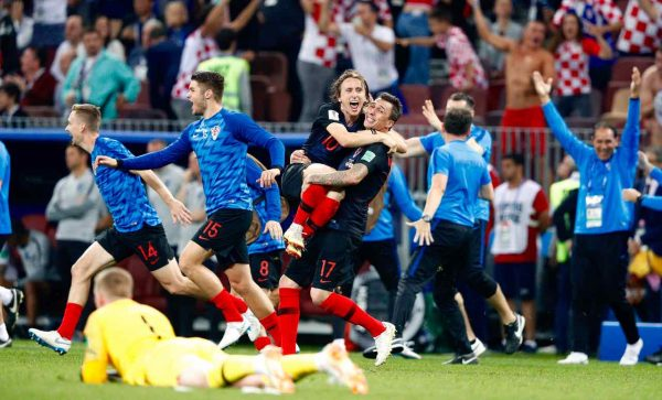 Modric e Mandzukic celebram a vitória histórica