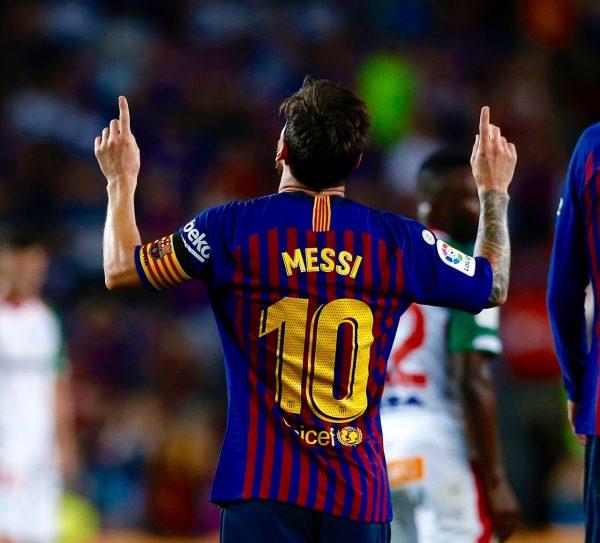 Leo Messi celebra o golaço de falta contra o Alavés