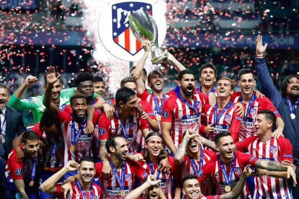 Os jogadores do Atlético celebram o título da Supercopa da Europa, em Talin