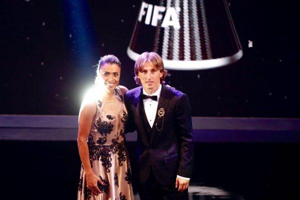 A brasileira Marta e o croata Luka Modric, eleito os melhores jogadores do mundo pela FIFA