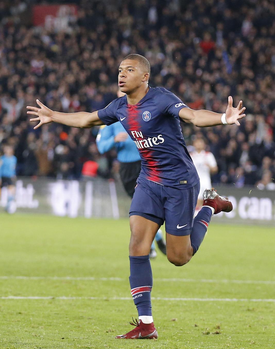 Mbappé atropelou o Lyon na goleada do PSG por 5 a 0 na Liga Francesa