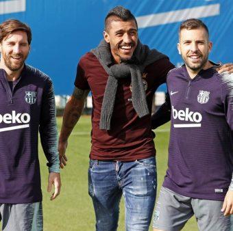 Paulinho no treino do Barça com Messi e Alba