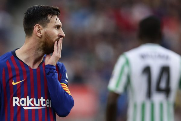 Messi, com cara de surpresa ao cair derrotado no Camp Nou / Manu Fernandez - AP/AE