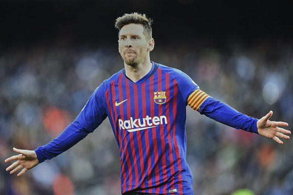 Messi comemorando um dos gols contra o Espanyol.