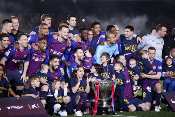O craques culés celebram a conquista da 26ª Liga Espanhola do Barça