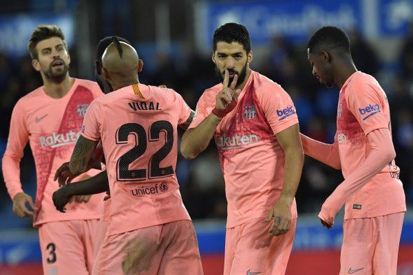 O uruguaio Luis Suárez comemora o gol marcado na vitória por 2 a 0 sobre o Alavés