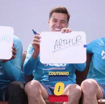 Malcom, Coutinho e Arthur em uma divertida brincadeira. Assista!