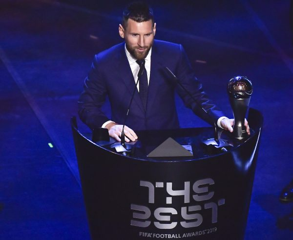 Messi recebendo o FIFA The Best 2019