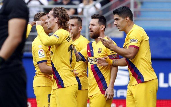 Os craques do Barça comemoram um gol contra o Eibar no Estádio Ipurua.