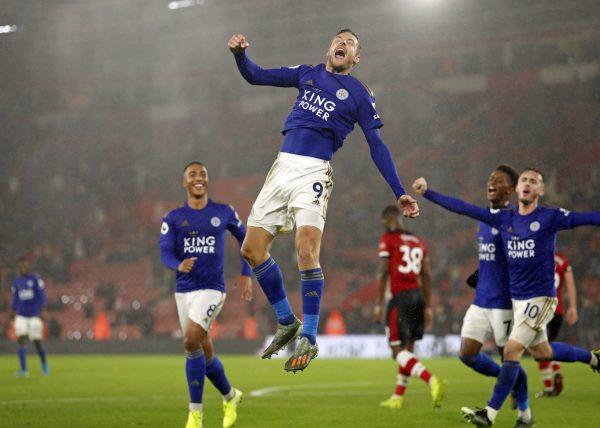 James Vardy celebra um gol contra o Southamptom