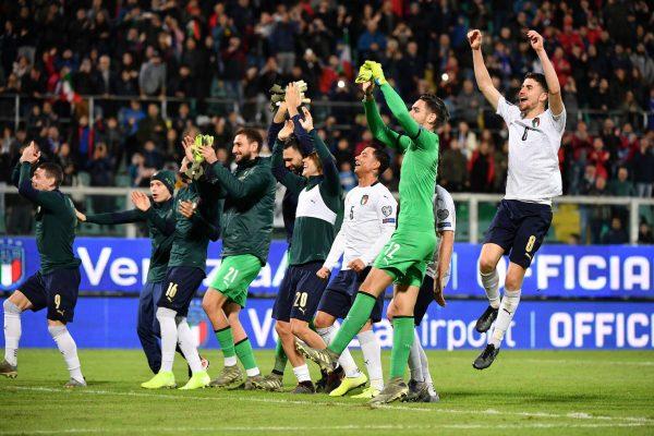 Os jogadores da Itália comemoram a goleada histórica por 9 a 1 contra a Armênia. no Estádio Renzo Barbera, em Palermo