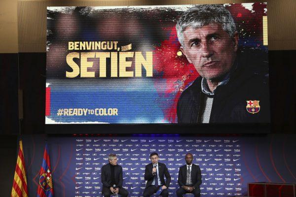 O grande cenário montado no Auditório 1899 do Camp Nou para dar as boas-vindas a Quique Setién.