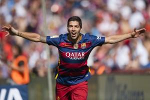 Luis Suárez comemora seu hat-trick contra o Granada