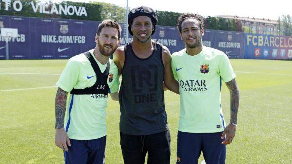 Ronaldinho e seus amigos Messi e Neymar