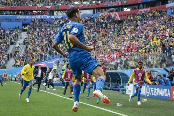 Coutinho comemora o gol contra a Costa Rica
