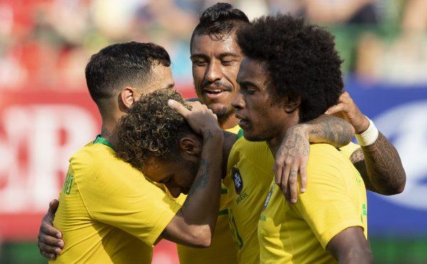 Craques brasileiros comemoram o segundo gol contra a Áustria