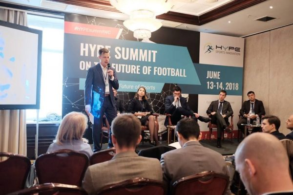 Federico Winer durante a palestra no HYPE Sports Innovation, em Moscou.