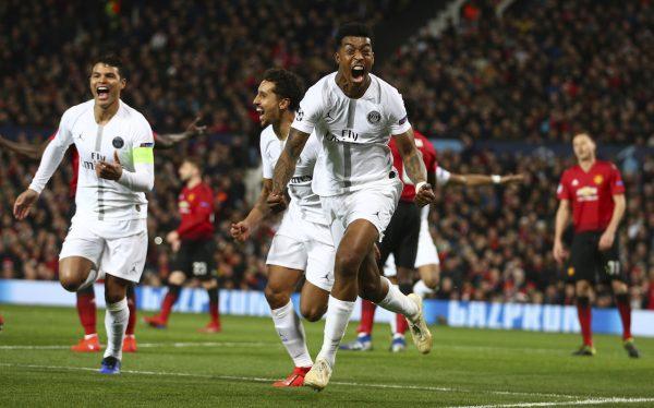 Kimpembe celebra o primeiro gol do PSG contra o Manchester United no Old Trafford