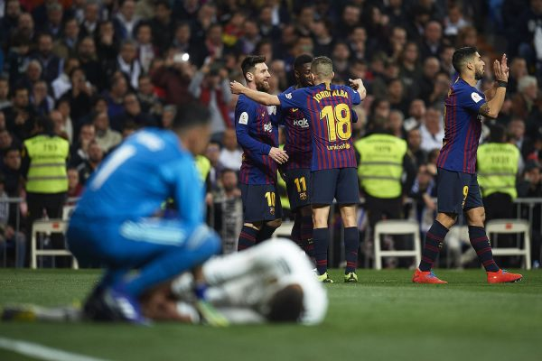 Os craques do Barça comemoram um gol no Bernabéu