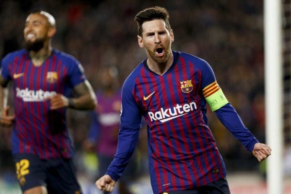 Messi comemora um dos gols contra o Lyon, no qual deixou dois zagueiros sentados antes de marcar