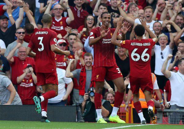 Matip comemora o gol contra o Arsenal.
