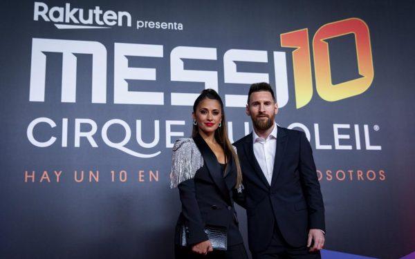 Messi e esposa na estreia do espetáculo Messi 10.