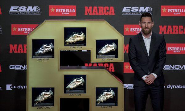 Messi com suas seis Chuteiras de Ouro, em Barcelona