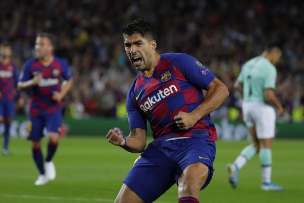 Suárez, comemorando o primeiro gol na vitória por 2 a 1 sobre a Internazionale