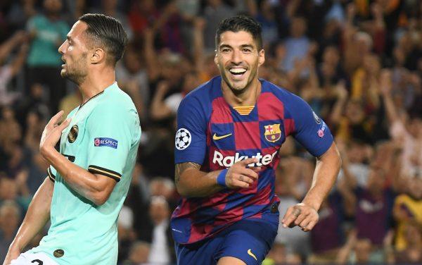 Suárez celebrando mais um gol no Camp Nou