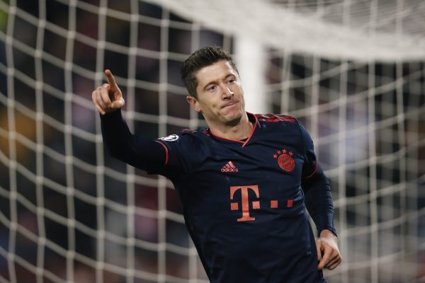 Lewandowski comemora um gol contra o Estrela Vermelha.