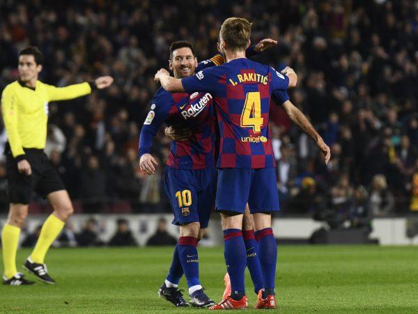 Messi comemora com os companheiros um dos gols marcados na vitória sobre o Mallorca no Camp Nou