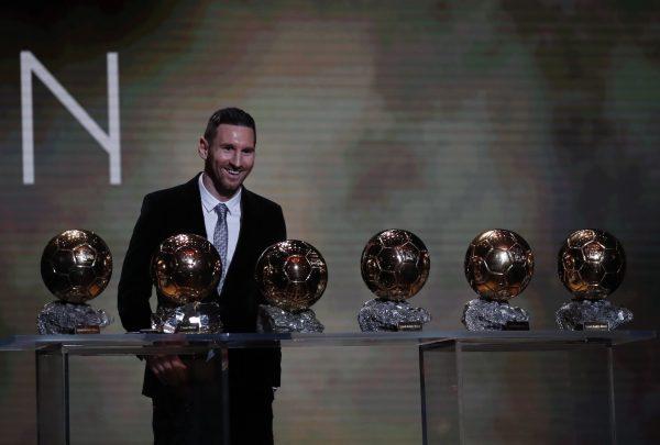O espetacular Leo Messi com as seis Bolas de Ouro conquistadas na carreira.
