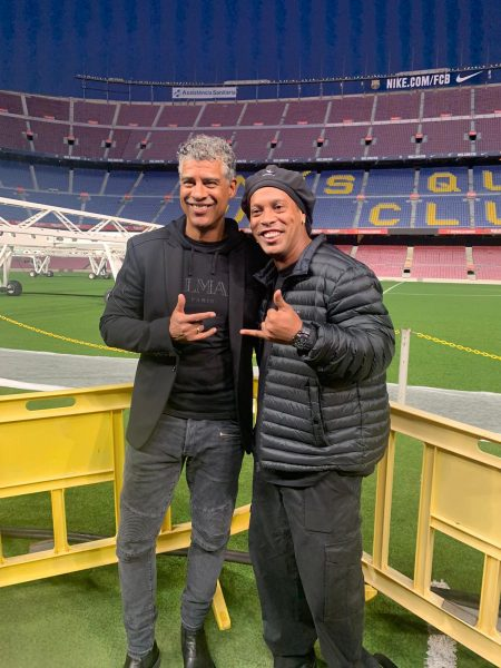 Frank Rijkaard e Ronaldinho Gaúcho no Camp Nou.