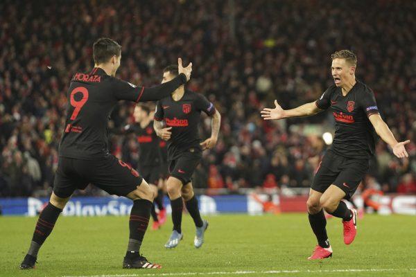 Llorente corre até Morata para celebrar o gol contra o Liverpool.